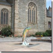 Fish fountain in Loudéac's central square
